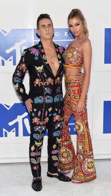 Jeremy Scott el mejor embajador de Moschino fijaros si no como acudió a los MTV Music Awards