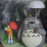 Totoro, Mei y Satsuki bajo la lluvia