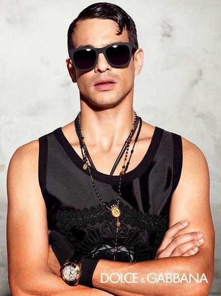 José María Manzanares presta su rostro para la nueva campaña Eyewear Golden Heart de D&G