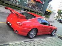 Alerón gigante en un Ferrari 456: caballo grande, ande o no ande
