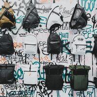 Esta mochila de Vans es tiene el color perfecto para alegrar la vuelta al cole