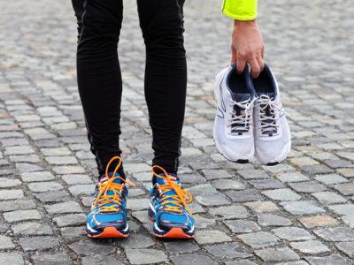 El uso simultáneo de más de un par de zapatillas puede ayudarte a prevenir lesiones