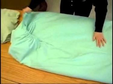 Cómo doblar sábanas con elástico