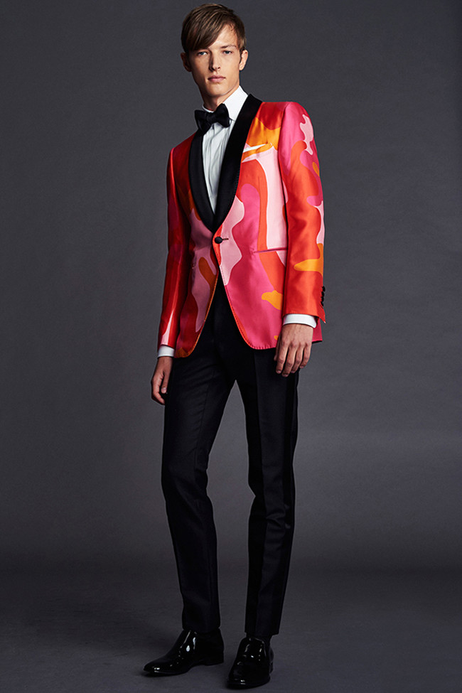 La colección Resort 2016 de Tom Ford apuesta por chaquetas de estampados no aptas para pusilánimes