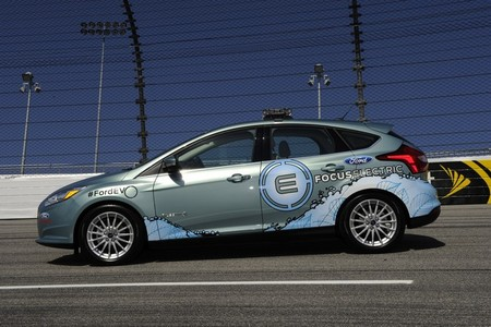 """Ya hay Fotos del Ford Focus eléctrico vestido de """"Pace Car"""""""