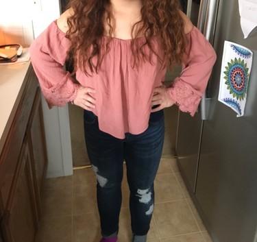 """Le dijeron que su blusa era """"demasiado"""" atrevida para el colegio, y esta fue la reacción de su hermana"""
