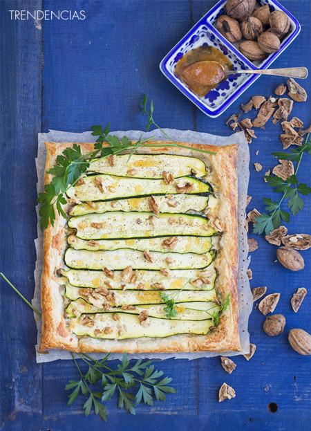 Hojaldre de gorgonzola, calabacín y nueces. Receta para una cena ligera
