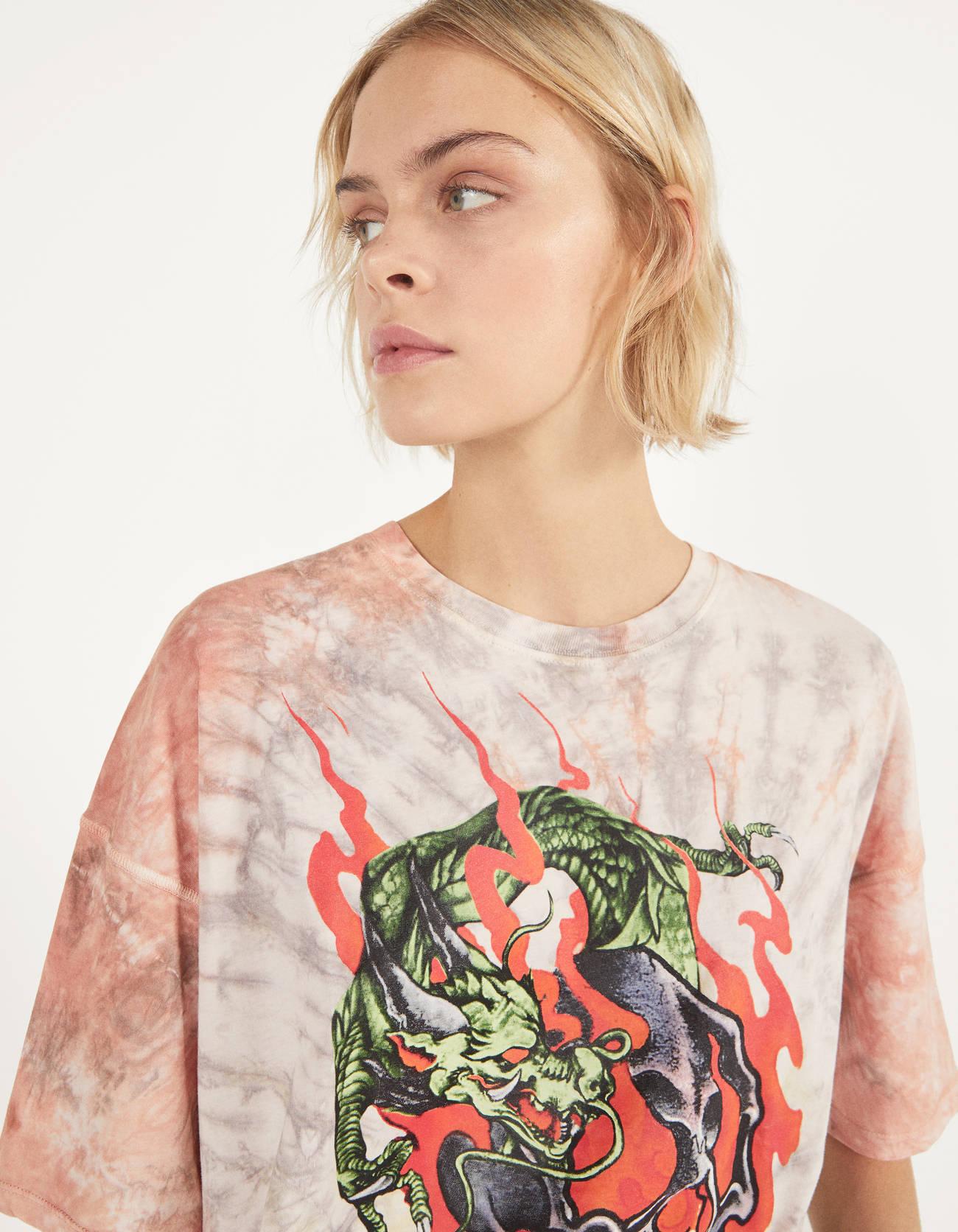 Camiseta tie-dye con estampado de dragón
