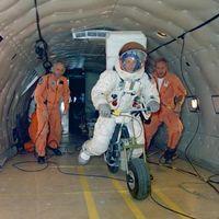 Así fue la moto eléctrica que pudo sustituir al Rover lunar y que acabó en un cajón olvidado de la NASA