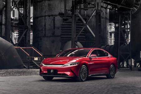 El BYD Han EV es el coche eléctrico chino de lujo que llegará a Europa en 2020 con 5G y promete una batería revolucionaria
