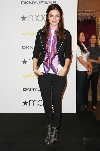 """Rachel Bilson sigue promocionando su línea de ropa """"Edie Rose"""" para DKNY"""