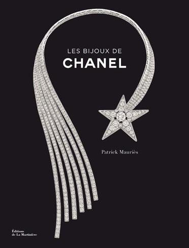 Ocho décadas de joyas firmadas por Chanel en un libro