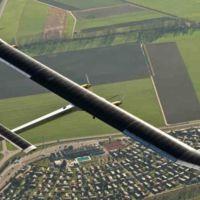 Solar Impulse 2 se convierte en el primer avión solar en cruzar el Pacífico