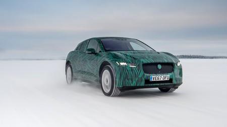 El Jaguar I-PACE promete la carga de sus baterías al 80 % en menos de 45 minutos