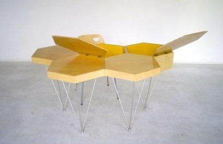 Una mesa con forma de panal de abeja