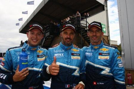 Chevrolet domina en Donington Park. Pole para Yvan Muller