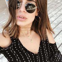 Viste tu escote con decenas de collares: se lleva el exceso de joyas