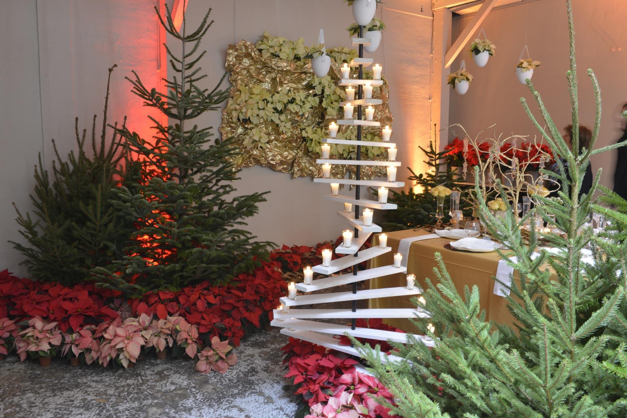 9 ideas originales para decorar con poinsettias en navidad for Decoracion original