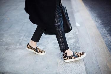 Duelo de trenzas: los pantalones negros de Isabel Marant (para H&M) invaden las calles