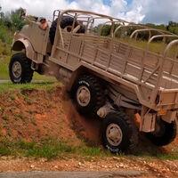 Mamute es un camión Mercedes-Benz 6x6 convertido en bestia todoterreno gracias a su suspensión boomerang