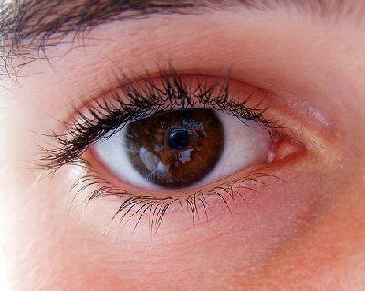 Protege el contorno de ojos en verano