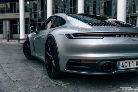 Porsche 911 Carrera S 992 trasera