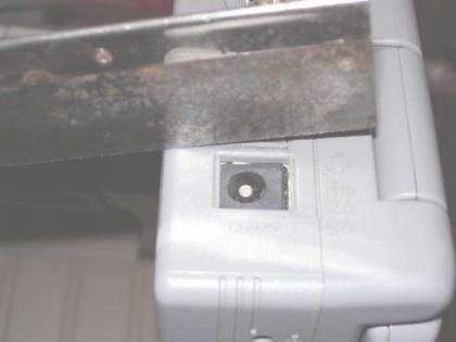 Cómo arreglar un conector de corriente de un portátil