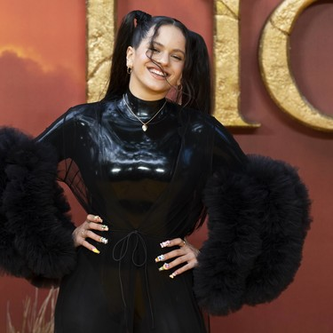 Rosalía se codea (vestida de dominatrix) con Beyoncé y Meghan Markle en el estreno de 'El Rey León'