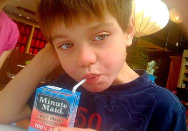 Los niños siguen consumiendo demasiado zumo de frutas