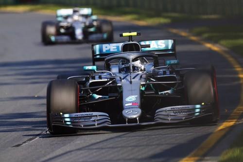 Sorpresa en Melbourne. Valtteri Bottas machaca a Lewis Hamilton y órdenes de equipo en Ferrari