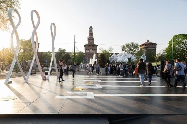 La superficie ultracompacta Dekton® de Cosentino, protagonista de una instalación en Piazza Castello de Milán