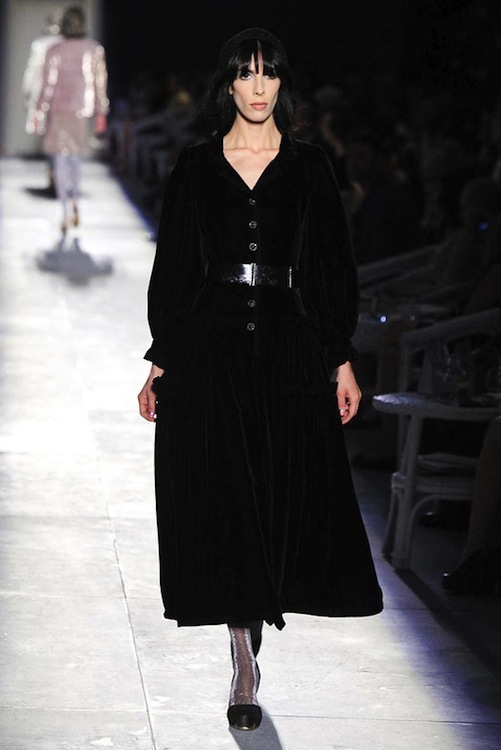 Foto de Chanel Alta Costura Otoño-Invierno 2012/2013: rosa, gris, brillos y nuevo vintage (28/61)