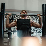 Fuerza isométrica: así te beneficia trabajarla y tres ejercicios para entrenarla en el gimnasio