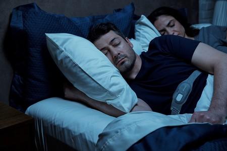 Banda antironquidos de Philips: vibraciones para que no duermas bocarriba