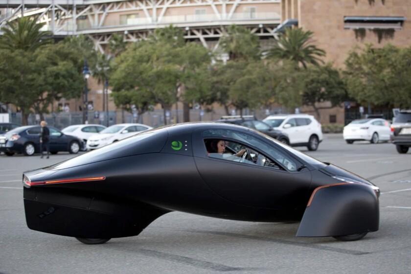 aptera-es-el-coche-elctrico-que-no-tienes-que-cargar-gracias-a-sus-paneles-solares-y-mxima-eficiencia-ya-se-puede-reservar