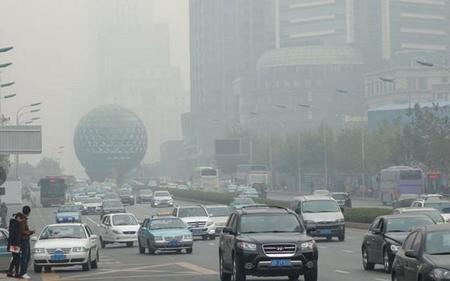 Aumenta la lista de ciudades chinas que limita la venta de automóviles