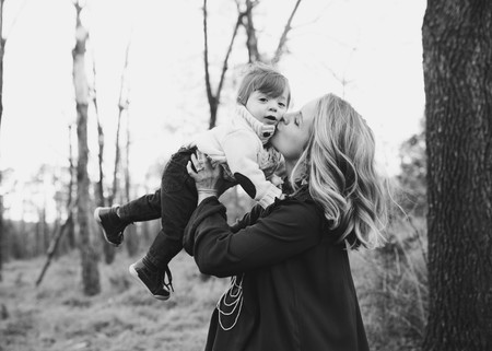 Mama Besando Hijo