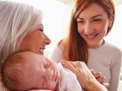 Tensión entre nuera y suegra: nueve claves para llegar a acuerdos sobre los niños