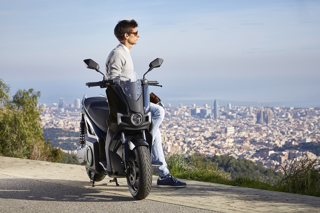 SEAT se pasa a las motos eléctricas de la mano de Silence para triunfar en la ciudad sin coches