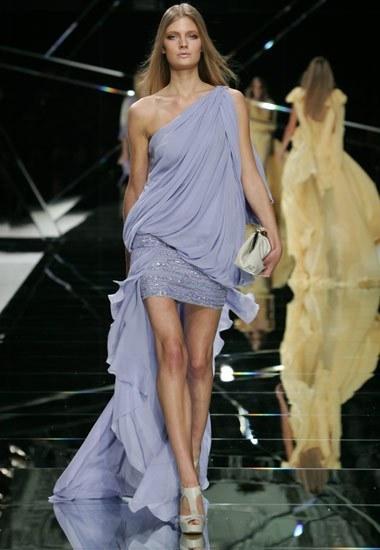 Tendencia en moda: los vestidos asimétricos Verano-2009