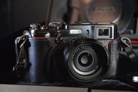Fujifilm X100 se viste de negro y de edición limitada