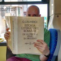 Viajar en autobús en esta ciudad es gratis si lo haces leyendo un libro
