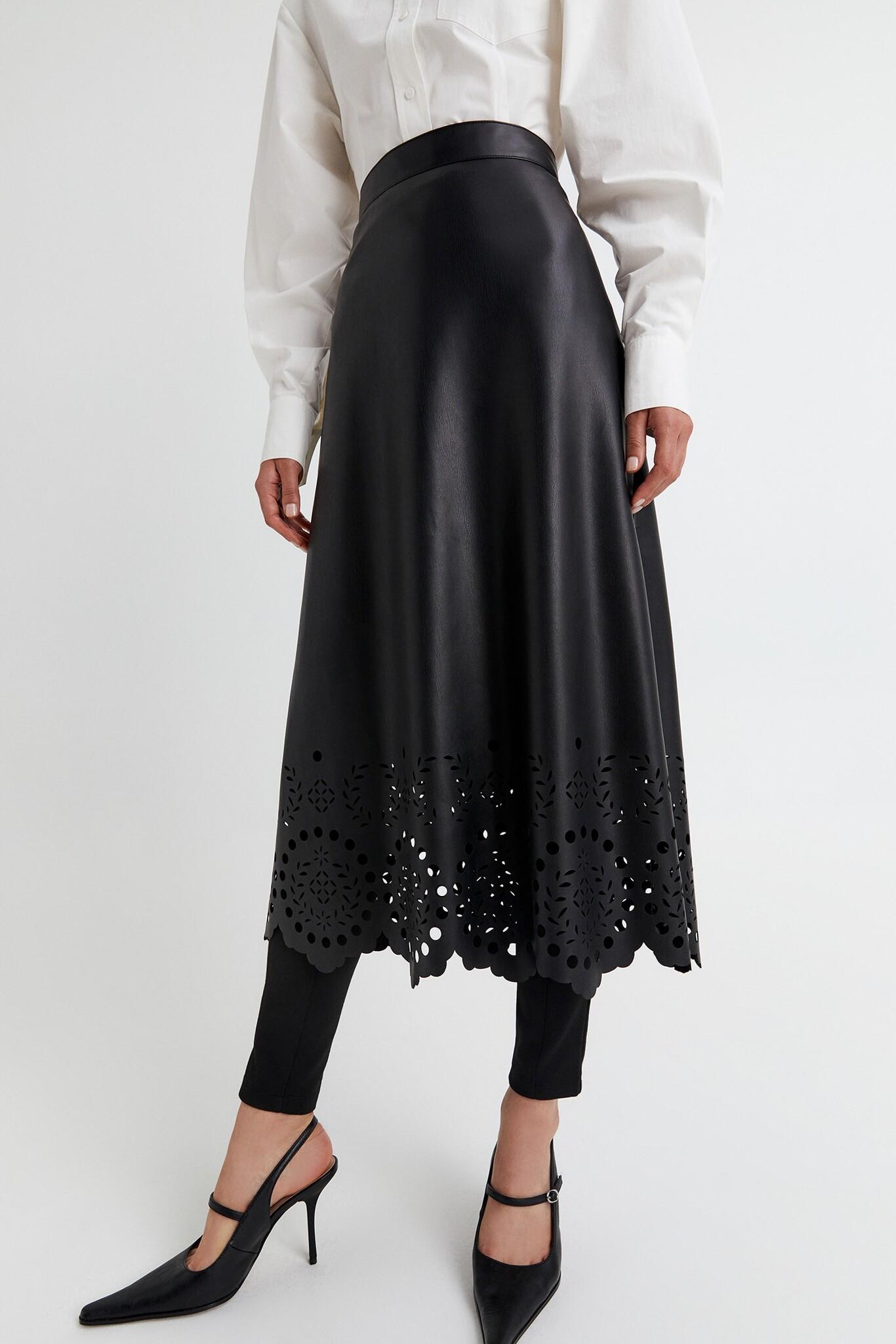 Faldas fruncidas, plisadas, de punto, con nudo o lazada, de polipiel y la  clásica vaquera son los modelos de moda este Otoño-Invierno 2010/2021