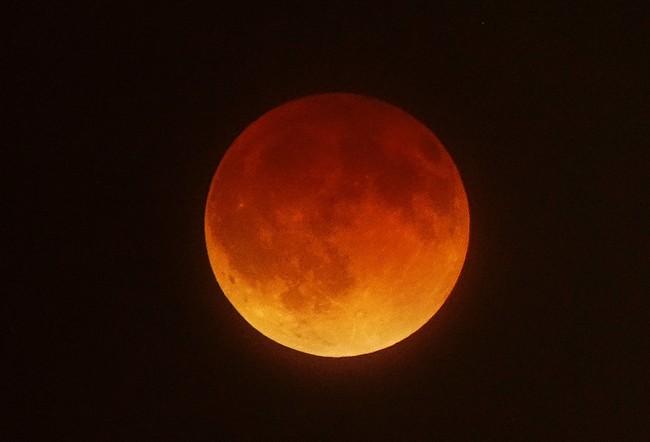 Sigue en directo el eclipse de la 'superluna azul de sangre'