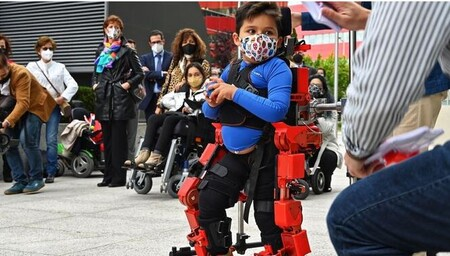 El primer exoesqueleto infantil del mundo es español y ya está listo para ayudar a caminar a 17 millones de niños