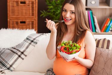 """Un restaurante en California afirma que su """"Ensalada de maternidad"""" ayuda a inducir el parto"""