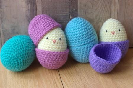 En Semana Santa decora tu casa con huevos y conejitos de Pascua de amigurumi