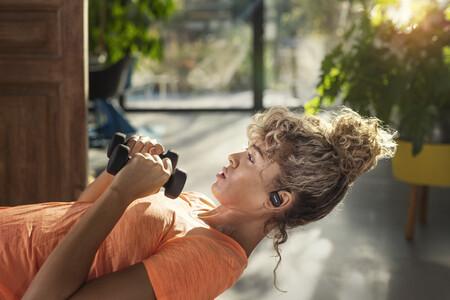 La nueva gama de auriculares para deportistas de Philips llega con limpieza UV, monitorización del pulso y sistema de conducción ósea