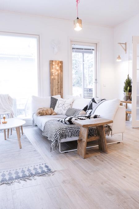 En eBay tenemos un sofá Chaiselongue de tres plazas por 299 euros y envío gratis