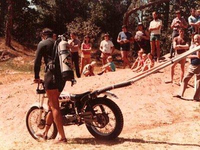 El día que una moto cruzó bajo el río Katherine